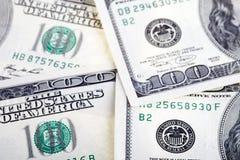 100 счетов доллара закрывают вверх Стоковые Изображения