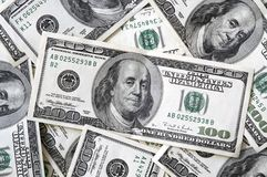 100 счетов закрывают доллар вверх Стоковые Фотографии RF
