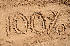 100% auf einem sandigen Strand. Lizenzfreie Stockfotos