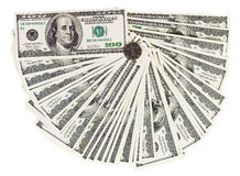 100 banconote dei dollari degli S.U.A. hanno smazzato fuori su bianco Immagine Stock