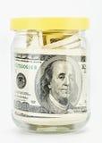 100 banka dolarów szklany słój wiele notatki my Zdjęcie Stock