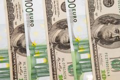 100 banknotów dolara euro Fotografia Stock