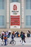 100 beijing dagar som låts vara olympiska spelkassalåda Arkivfoto