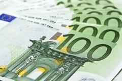 100 billetes de banco euro Imagenes de archivo