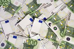 100 billetes de banco euro Imagen de archivo