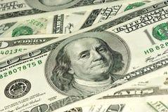 100 bills stänger sig skjutit upp Royaltyfria Bilder