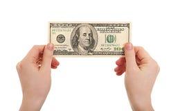 100 dollar händer som rymmer mänskliga pengar Arkivfoto