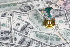 100 dollari del globo di vita ancora Immagine Stock Libera da Diritti