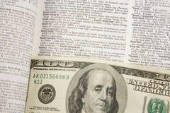 100 Dollarschein-Auszug - Geschäft Stockfoto