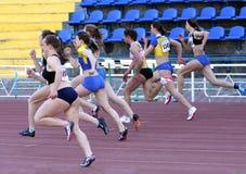100 dziewczyn metrów rasa Fotografia Stock