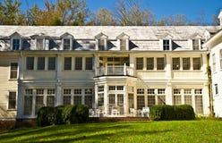 100 Einjahresgebirgsgasthaus Lizenzfreies Stockfoto