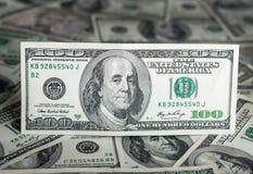 $100 - Geldhintergrund. Stockbild