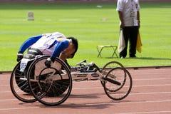 100 mètres de chemin du fauteuil roulant des hommes Image libre de droits