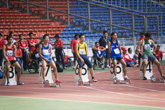 100 mètres des hommes pour les personnes handicapées Image libre de droits
