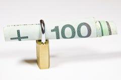 100 PLN en hangslot Royalty-vrije Stock Foto's