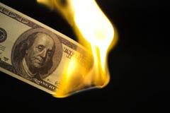 100 rachunków płonący wizerunek Obraz Stock