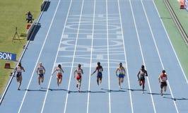 100 tester di corsa di atletismo Fotografie Stock Libere da Diritti