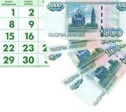 1000 rublos e a folha do calendário. Imagens de Stock Royalty Free
