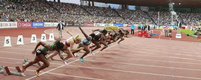 100m启动妇女 免版税库存图片