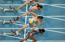 100m konkurrentkvinnor Arkivfoto