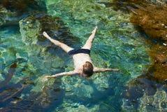 11个人游泳年轻人 免版税库存照片