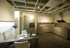 11个厨房现代新的缩放比例 免版税库存照片