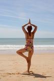11个海滩瑜伽 免版税库存照片