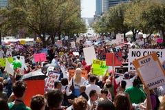 11.000 manifestantes convocan en el capitolio de Tejas Foto de archivo