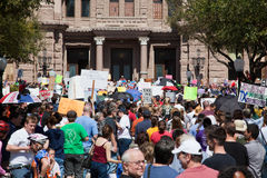 11.000 protestateurs s'assemblent au capitol du Texas Photos stock