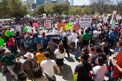 11.000 protestatori si riuniscono al Texas Campidoglio Immagine Stock