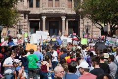 11.000 protestors roepen bij het Capitool van Texas bijeen Stock Foto's
