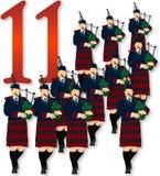 11 12名圣诞节吹笛者用管道输送 库存图片