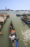 11 april gondolier italy venice Royaltyfria Bilder