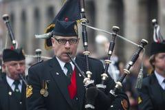 11 de noviembre de 2011 - tubos y tambores de Ypres Surrey Foto de archivo libre de regalías