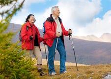 11 fotvandra pensionärer Royaltyfria Bilder