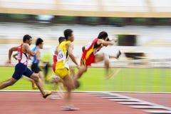 110 akci zamazanych przeszkod mężczyzna metrów s Zdjęcie Royalty Free