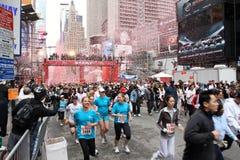 12èmes femmes ny de promenade de passage de revlon du FEI Images stock