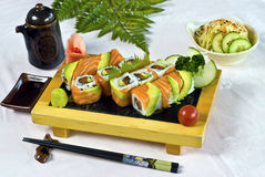 12个食物日本寿司金枪鱼 库存图片