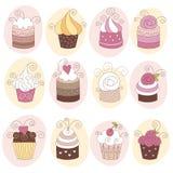 12块杯形蛋糕逗人喜爱的集 免版税库存图片