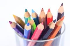 12支颜色柔和的淡色彩铅笔 免版税库存照片