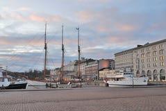 12月赫尔辛基日出 库存图片
