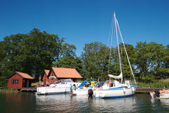 12条小船码头瑞典 免版税库存图片