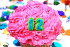 12 αριθμός εορτασμού cupcake Στοκ Εικόνες