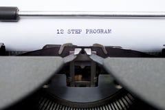 12 programa de doze etapas datilografado em uma máquina de escrever velha Imagens de Stock Royalty Free