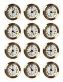 12 relojes que muestran diverso tiempo Fotos de archivo libres de regalías