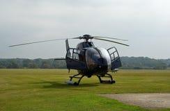 120黑色EC直升机 库存图片