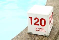 120 cm. Wassertiefenzeichen Stockfotografie
