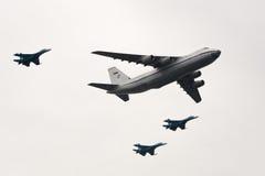 An-124 y Su-27 Imagen de archivo libre de regalías