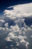 126朵云彩飞行视图 免版税库存图片