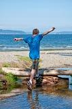 13χρονο παιχνίδι αγοριών στην παραλία Στοκ εικόνα με δικαίωμα ελεύθερης χρήσης